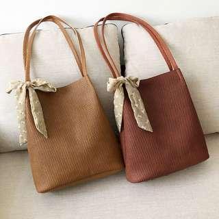 [NEW]  Laurel Weaved Straw Bucket Bag