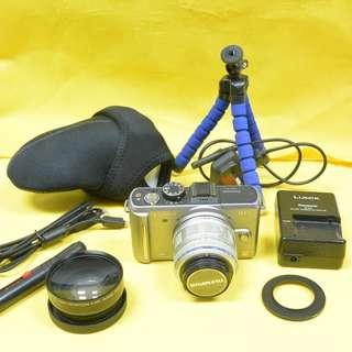 包順豐櫃 雙鏡 GF1 Panasonic 行貨銀色繁體機身+Olympus M.Zuiko Digital 14-42mm F3.5-5.6 II R銀色變焦鏡頭+日本廣角黑色鏡頭 80%新 100%正常 另送相機袋+三腳架 不議價 no bargaining