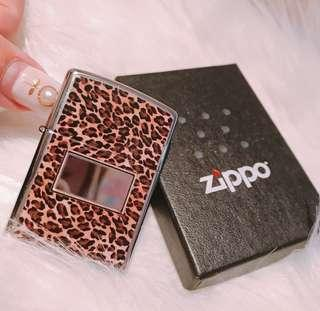 Zippo限定豹紋打火機$199