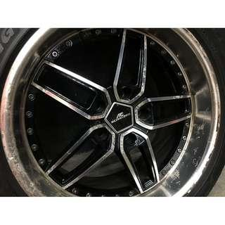 E60 5頭的 265/35/18 輪胎含框 胎紋不到一半