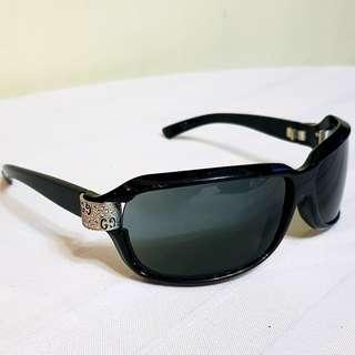 fa995a331f Original GUCCI Sunglasses with Beautiful GUCCI Logo on the metallic corner  design on both sides.