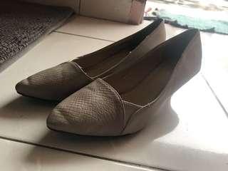 Sepatu beli di payless