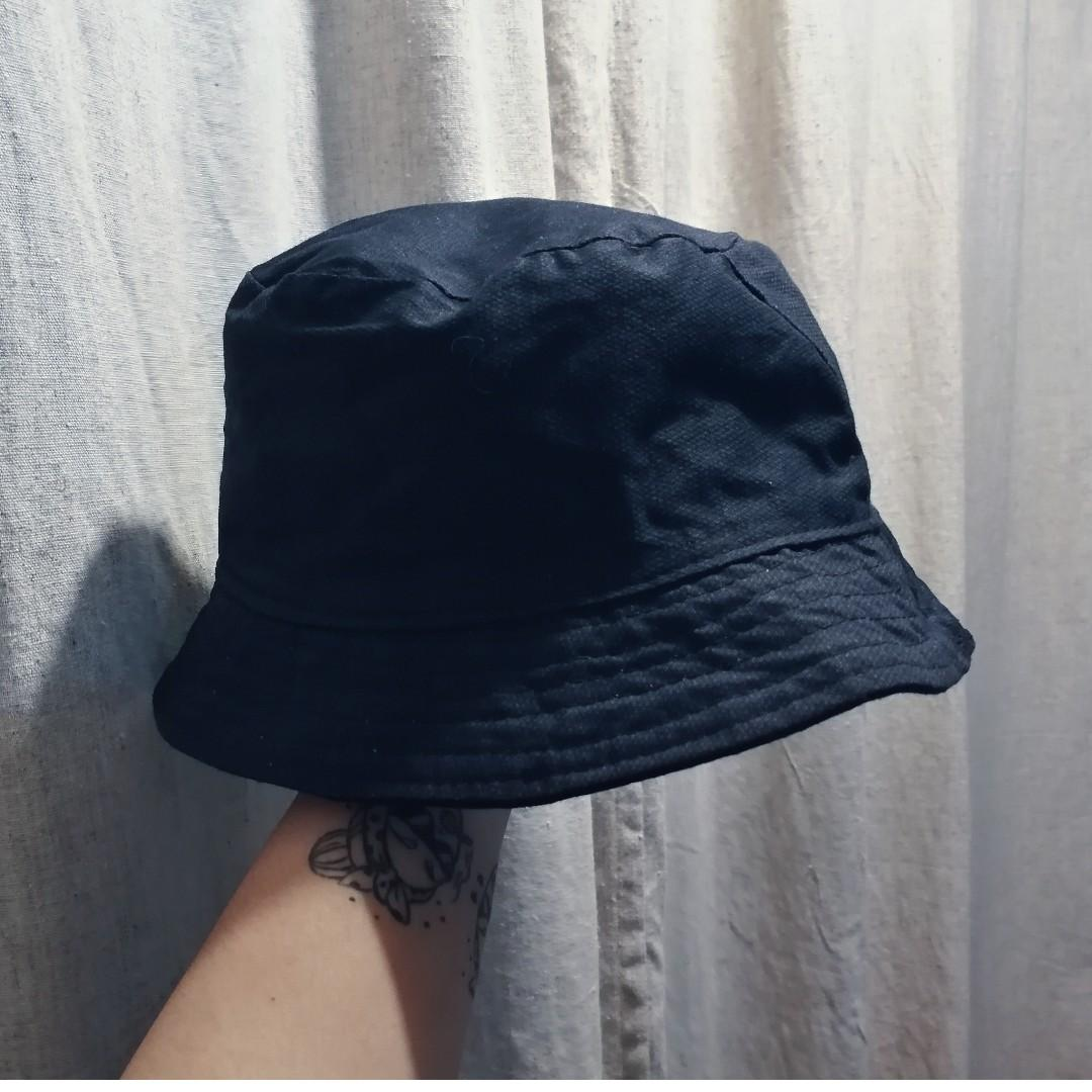 1eb225d8f2404 2-color Reversible Bucket Hat on Carousell