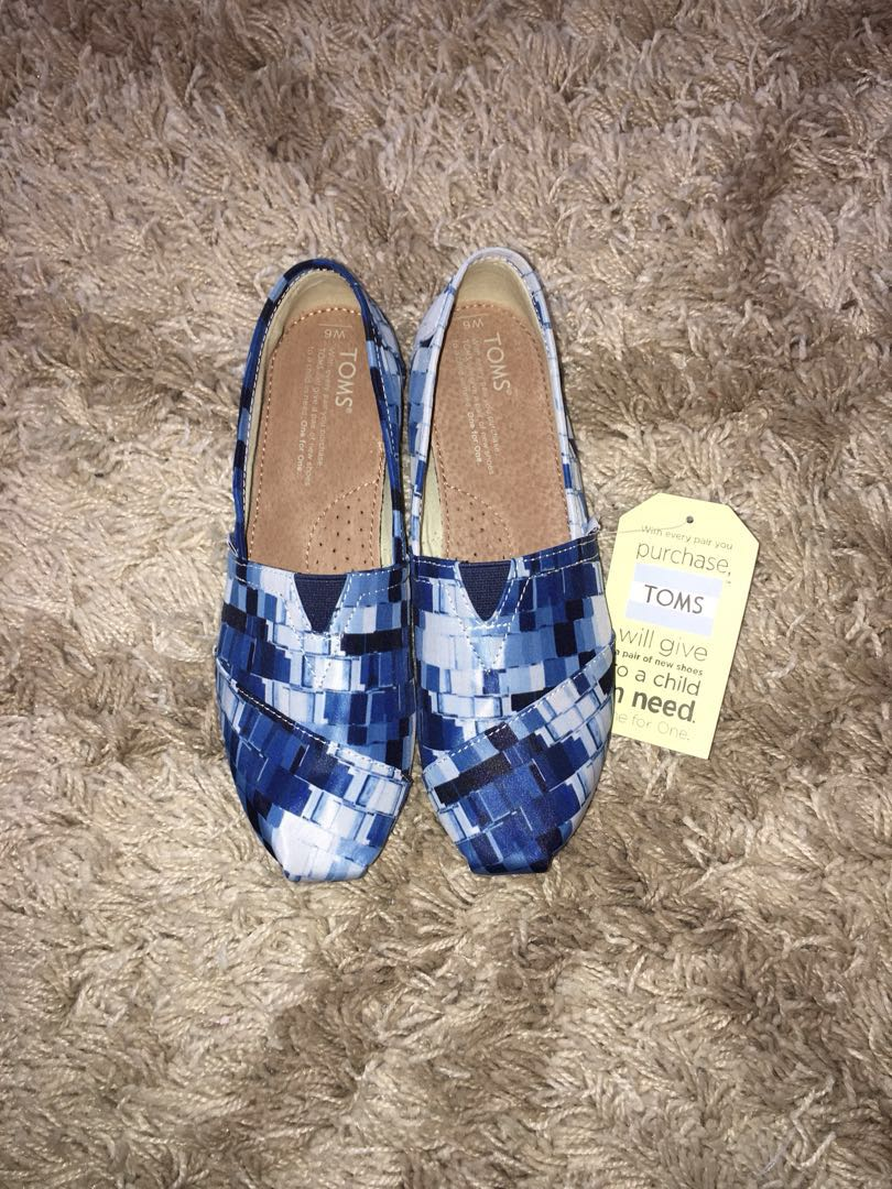 b28fbf3c39485 Toms Blue Printed shoes on Carousell