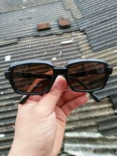 Vintage Sunglasses 80s Like enicar Vintage Authentic Rare/limited edition Kondisi 96% sangat mulus (real pict)  Frame besi tanam dilapisi bahan optyl Engsel besi Warna lensa coklat lensa kaca,adem di mata Sangat nyaman dipakai Unisex