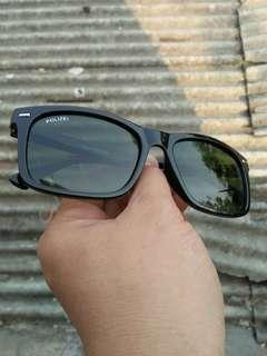 Vintage sunglasses 80s/John lennon sunglasses Brand: 69 Blue Eyes Rare/Limited edition Frame besi Titanium dilapisi bahan optyl motif serat kayu jati (unik) Stainless steel lensa adem,sangat nyaman dipakai Full tag logo brand