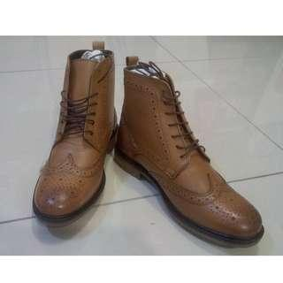 SILVER STREET Gerrard Brogue Boots In Tan Leather