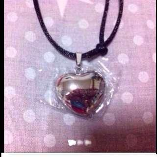 $180 CITIGEM Elegant Dainty Love-shaped Pure Silver Pendant (Brand New & Wrapped )