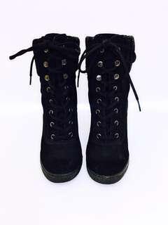 🚚 👠👢👠👢ALDO 麂皮綁帶楔型靴37號(24號),優惠價:1299元,秋冬省錢又保暖的好選擇,搬家大出清,隨便亂賣,僅此一雙,錯過可惜😘
