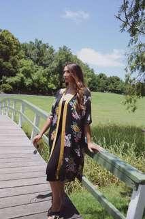 $25 Floral kimono w/ side splits