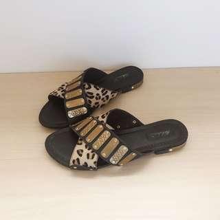 Parklane leopard leather slide sandals size 6