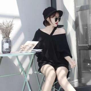 🚚 Black V-neck Tee/Top