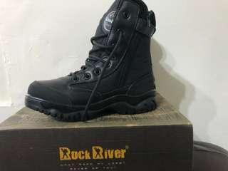 Rock River夏季透氣登山靴