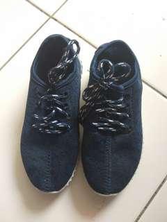 Sepatu anak uk 31