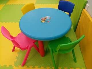 兒童桌子連椅子