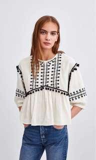 🚚 Zara 絨球裝飾刺繡上衣 罩衫 (XS)