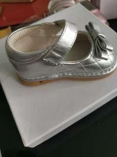 Baby leather surface shoe