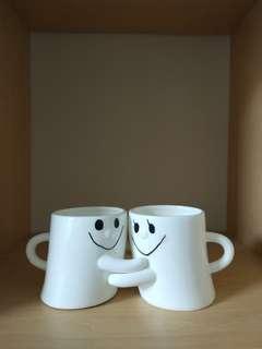 Couple mug / gelas pelukan lucu / hug me mug