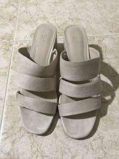 🚚 H&M nude suede sandals
