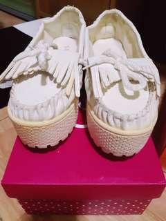 Kpop white shoes