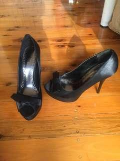 Betts black cute bow heels US 7