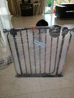 Lucky Baby Children Saftey Gate, Complete Set