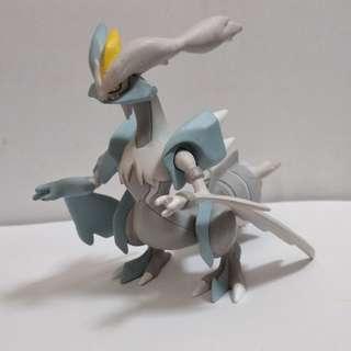 Pokemon Kyurem White TOMY figure