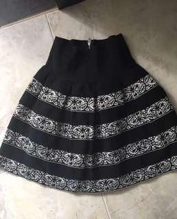 Good quality skirt fits s/m