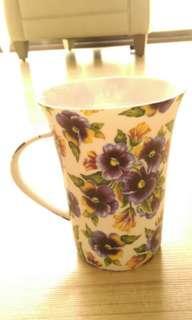 🚚 花瓷杯