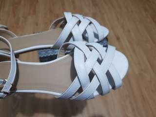 Parisian White Sandals (Size 6)