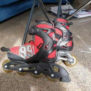 Roller blade with ADJUSTABLE size