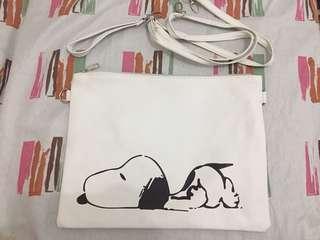 Snoppy sling bag