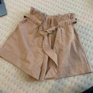 Luvalot tie / bow shorts size 6