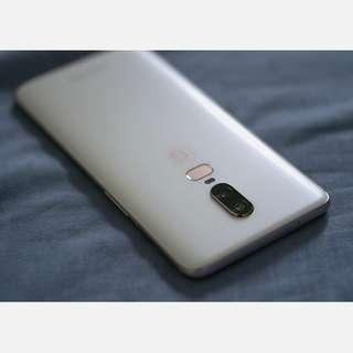 OnePlus 6 Pearl White 128GB 8GB RAM + OnePlus Accessories (Condition 9.9/10)