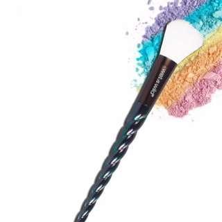 🚚 BNIP Wet n Wild Unicorn Highlighting Brush