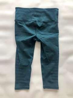 🚚 Lululemon green size US 6 sports leggings