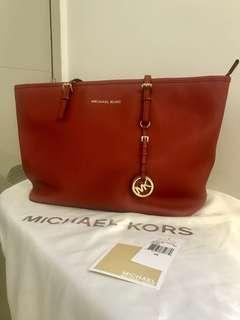 166b7c43b874f Michael Kors Jet Set Travel Tote (TZ Tote Leather)(Red)
