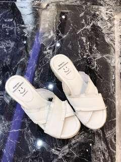 Gracegift草編楔型流蘇皮拖鞋