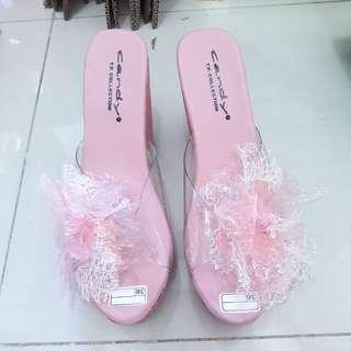 Wedges pink 65.000 gratis blouse barbie