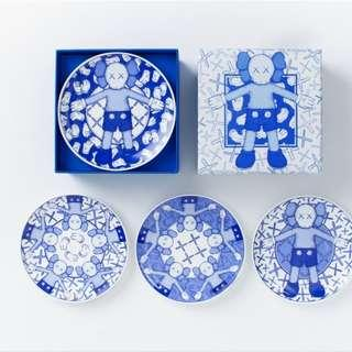 KAWS HOLIDAY PLATE SET