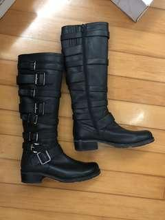Belle leather boots in black