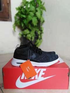 Nike airmax thea flyknit black white