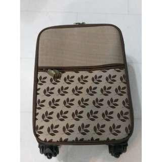 Hand luggage Can put in overhead compartment Very good condition