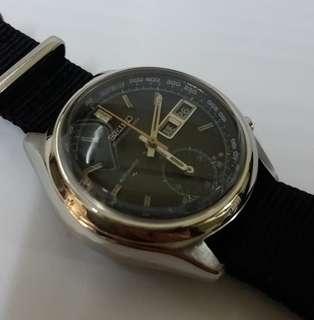 Sieko made in Japan.40mm. not water resistant .original .chronograph.7015一8000.蝶针,己维修,一切正常準確,质量保證.
