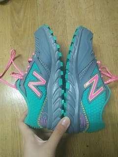 全新 NB童鞋 19cm