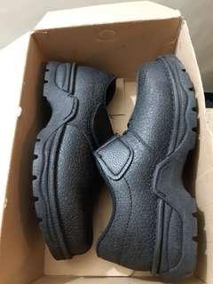 🚚 安全鞋子悍馬Hanama 尺寸39