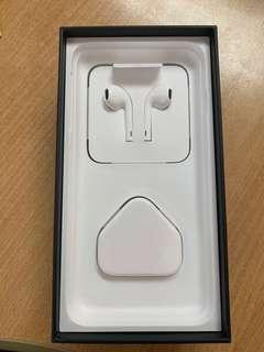 iPhone 7 empty box, lightning EarPods and charger