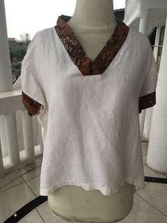 Atasan / blouse aksen batik