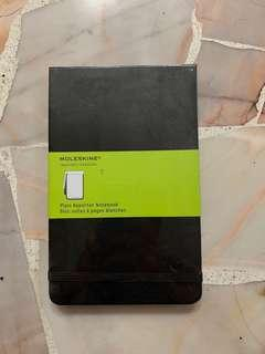 🚚 Black Moleskine Reporter Notebook