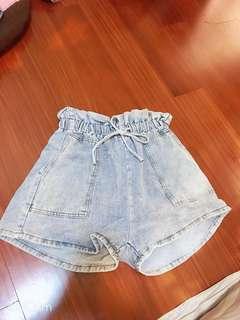 🚚 Lulu's牛仔花苞短褲